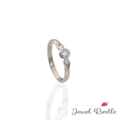 gold-diamond-engagement-ring