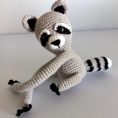 Raccoon tie back